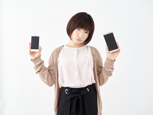 キャリア携帯と格安SIMで困る女性