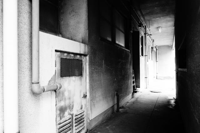 廃団地不気味な廊下