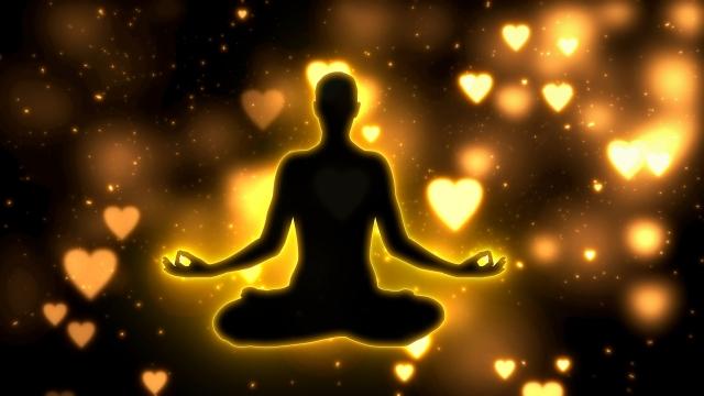 静かに瞑想するヨガの人のイメージ